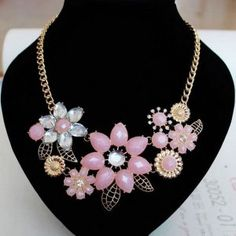 Fashionable Bright Flower Necklace