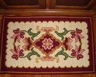 Tapete arraiolo floral Tapete Floral, Rugs, Diy, Home Decor, Farms, Embroidered Towels, Crafts, Throw Pillows, Tin Cans