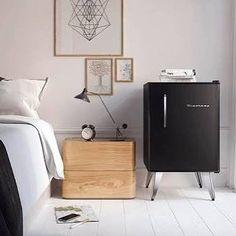 Minha filhota linda! Brastemp Retrô, que orgulho de você!! Criei esse frigobar quando eu era designer na Whirlpool, fiz ele em 2002/2003 e ele foi lançado só em 2007, quando eu não estava mais na empresa. Agradeço todos os dias por ter tido essa oportunidade . #retro #brastempretro #preto #black #decor #bedroom #fridge #frigobar #refrigerator #cooler #cool #design #productdesign #proud #quarto #arquitetura #architecture #instacool #vintage #RenataMoura #StudioRenataMoura #whirlpool