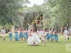 Dinosaur Wedding Photo: T-Rex Chases Bridal Party In Viral Snapshot (PHOTO) - hilarious! Have to do this, but with everyone running away from a giant Wubs! Dinosaur Wedding Photos, Funny Wedding Photos, Wedding Pictures, Wedding Images, Crazy Wedding Photos, Wedding Fotos, Before Wedding, Photo Couple, Family Photo