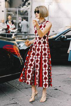 Buongiorno, Milano! Pretty dress.