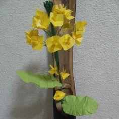 """""""菜の花 贈る・飾る・楽しむ 実用折り紙 薗部光伸編  菜の花  #Fieldmustard#peperfolding #peperart #peperartflower #art #origami#origamist #origamiflowers #origamiflower #折り紙#オリガミ#おりがみ#菜の花#なのはな#ペーパーフラワー #黄色#一輪挿しし#折り花#花#はな#ハナ#flower#アブラナ"""" Photo taken by @mikeneko_mikeko on Instagram, pinned via the InstaPin iOS App! http://www.instapinapp.com (04/01/2015)"""