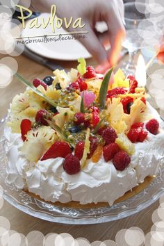 Pavlova aux fruits rouges - New ideas Quick Dessert Recipes, Easy Cake Recipes, Easy Desserts, Baking Recipes, Mini Pavlova, Meringue Pavlova, Patisserie Fine, Cherry Desserts, Recipe For 4