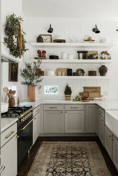 A Beautiful Natural Holiday Home Filled With Greenery - The Nordroom Home Interior Design, Holiday Decor, Gorgeous Kitchens, Decor, Kitchen Essentials, Kitchen, Home, Chrome Decor, Tiny House Interior