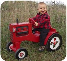 This little tractor will help your little one get ready for the next growing season!