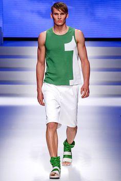 Pasarela: Work it! estilo sporty en la colección SS14 de @Salvatore Ferragamo Official  #MFW #Menswear // http://www.vogue.mx/desfiles/primavera-verano-2014-milan-salvatore-ferragamo-menswear/7053