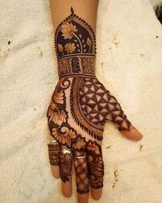 Moreover it is important to pick the Latest and Beautiful Henna Bridal mehndi designs that can give you the best nature of the designs along with Images . Full Mehndi Designs, Latest Bridal Mehndi Designs, Indian Mehndi Designs, Henna Art Designs, Mehndi Designs For Girls, Mehndi Design Pictures, Wedding Mehndi Designs, Mehndi Images, Right Hand Mehndi Design