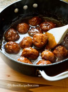 Juicy & easy bbq chicken meatballs recipe w bbq sauce. This bbq meatballs recipe is made with ground chicken and it's the best chicken meatball recipe ever.