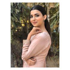 Girl Photography Poses, Beauty Photography, Wedding Photography, Indian Actresses, Actors & Actresses, Everyday Eye Makeup, Nimrat Khaira, Punjabi Girls, Lahenga