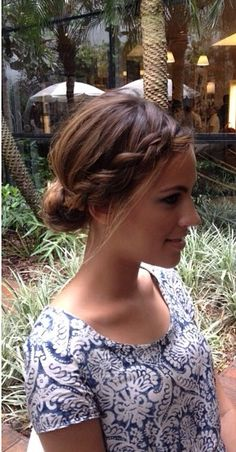 Coiffure : Un chignon simple pour une beauté naturelle - The Right Hair Styles Hairstyles Haircuts, Pretty Hairstyles, Braided Hairstyles, Blonde Hairstyles, Quick Hairstyles, Braided Updo, Braided Crown, Wedding Hair And Makeup, Hair Makeup