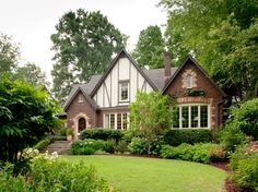 Be inspired with these 19 modern English Tudor Style Home. Get exclusive view of inside view of a Tudor home even though we cannot afford it. Tudor House, Tudor Cottage, Cottage Style, Craftsman Cottage, Estilo Tudor, Style At Home, Style Blog, Maison Tudor, Halls