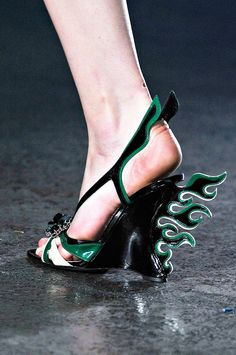 I'm not into the wing thing but black with green shoes - just fab! :)