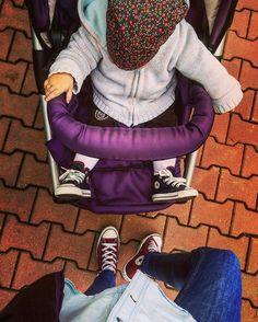 Before the rain Converse Sneakers, Marsala, Matching Outfits, Rain, Street Style, Denim, Instagram Posts, Blue, Rain Fall