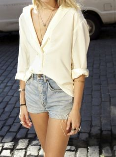 levis Cut Off Crazy Button Layered Necklaces Down Denim Shorts New York Street Style New York Street Style, Cut Off Shirt, Mode Inspiration, Dress To Impress, Style Me, Womens Fashion, Fashion Trends, Sexy, Tanks
