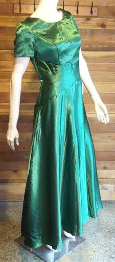 NWT IZIDRESS GREEN SATIN SIZE 12 FORMAL GOWN or BRIDESMAID DRESS