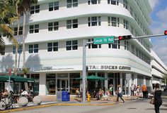 Lincoln Road Showcases South Beach Shopping at its Best | Colorfulplaces.com #southbeach #miami #travelguide