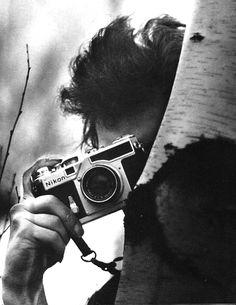 Bob Dylan with a Nikon SP Rangefinder. Image credit: Celebrity Camera Club
