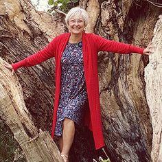 Kjole og lang cardigan er aldeles ikke upraktisk, når man klatrer i træer. 😅  #nogenkanbareovertalestilalt#efterårskåd #dumilde#lien&giel