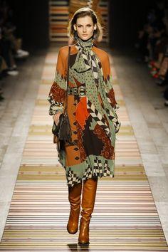 Etro Fall 2018 Ready-to-Wear Fashion Show Collection: See the complete Etro Fall 2018 Ready-to-Wear collection. Look 2 Fashion 2018, Fashion Week, Look Fashion, Runway Fashion, High Fashion, Womens Fashion, Fashion Design, Fashion Trends, Fashion Vestidos