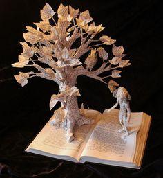 Une artiste sculpte ses livres pour illustrer les magnifiques histoires qu'ils contiennent   Daily Geek Show