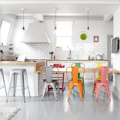 I love this kitchen.. it was the cover of Living Etc sometime last year.. Not entirely surprising that it closely resembles ours... (via est magazine)