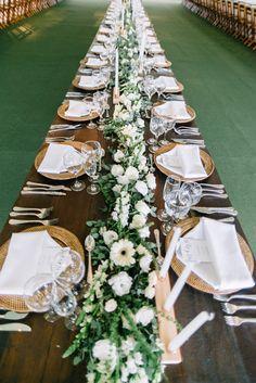 Decoração da mesa em branco e verde. Long Table