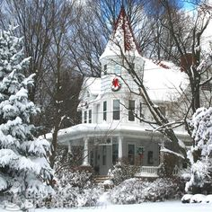 This house needs to be here in my Christmas board and the houses I like section too!