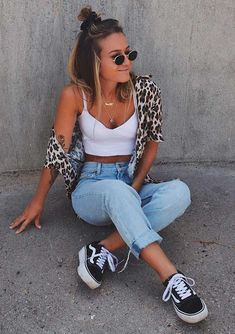 outfit of the day_leopard shirt white crop top sneakers skinny jeans Mode Outfits, Trendy Outfits, Fashion Outfits, Mein Style, Outfit Goals, Look Cool, Fitness Fashion, Casual Looks, Stylish Clothes