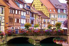 Alsace, Colmar est une halte incontournable ! Avec ses nombreux monuments, musées et quartiers typiques, c'est le moment idéal pour découvrir une ville plein de charme sans oublier son marché de Noël féérique… Bontourism®, Tout l'Art du Voyage