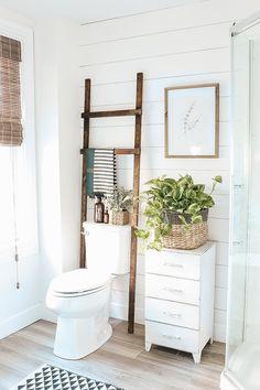 DIY Bathroom Ladder - Micheala Diane Designs - Super easy bathroom storage ladder, this is perfect for filling that empty space over the toilet! Diy Bathroom Remodel, Diy Bathroom Decor, Bathroom Renovations, Bathroom Makeovers, Boho Bathroom, Master Bathroom, Shiplap Bathroom, Relaxing Bathroom, Neutral Bathroom