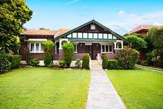 Real Estate and Property Market News Style At Home, Beautiful Buildings, Beautiful Homes, Modern Shed, California Bungalow, Cottages And Bungalows, Bungalow Renovation, Bungalow Homes, Green Rooms