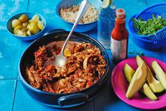 Nothing says comfort food quite like slow-cooked chicken for dinner. Full of flavour and guaranteed to please. Mexican Food Recipes, Diet Recipes, Chicken Recipes, Cooking Recipes, Healthy Recipes, Ethnic Recipes, Slow Cooking, Delicious Recipes, Mexican Meals