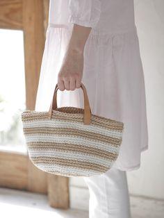 たっぷり荷物が入る、大きめサイズのボーダーバッグ。/夏の手編みかごバッグ(「はんど&はあと」2012年7月号)