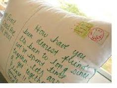 diy kussensloop   zelf een kussensloop versieren. bijv. als ansichtkaart met een mooi gedicht aan de ene kant en een tekening aan de andere kant