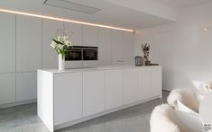 Minimalistische witte keuken, Interpoint, maatwerk, verstopte afzuiging, hedendaagse villa, Leers & Partners Art Of Living, Villa, Stairs, Cabinet, Storage, House, Inspiration, Furniture, Modern