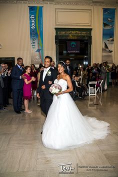TWA Weddings at the Shedd Aquarium | Click the picture to enter our Wedding Giveaway!