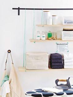 Dieses Regal hängt sich richtig für Sie rein! DIY: So wird's gemachtGardinenstangenhalterungen mit Dübeln und Schrauben an der Wand