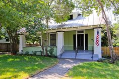 San Antonio, Texas, USA Bungalow For Sale - Historic Gem in Government Hill - IREL is the World Wide Leader in USA Real Estate
