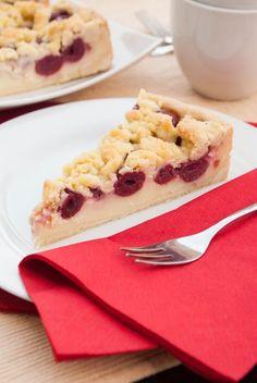 Kirsch-Streuselkuchen mit Pudding-Füllung; sehr saftig, schmeckt aus dem Kühlschrank am besten!