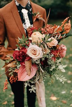 The prettiest wedding bouquets always have flawless colours, beautiful unique design and stunning standout elements. These fall wedding bouquets will be in season for your upcoming wedding. Wedding bouquet is an important part of the bridal look. Fall Bouquets, Fall Wedding Bouquets, Fall Wedding Flowers, Bridal Bouquets, Bridesmaid Bouquet, Wedding Aisles, Bridesmaids, Bridesmaid Dresses, Vintage Wedding Flowers