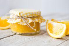 Pomerančová marmeláda je nejlepší domácí. Pomerančů je všude dost a marmeláda z nich je opravdu výborná a oblíbená hlavně ve Velké Británii. Home Canning, Marmalade, Sweet Recipes, Panna Cotta, Smoothie, Ethnic Recipes, Food, Syrup, Dulce De Leche