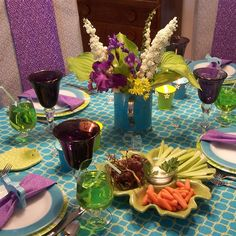 Tablescaping: Aqua and Chartreuse