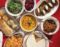 A completely #vegetarian Thanksgiving menu that even carnivores will love.