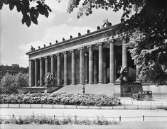 Ancient Greek Architecture, Classic Architecture, Architecture Art, Museum Berlin, Carl Friedrich, Berlin Mitte, Chateaus, Ancient Greece, Historical Photos