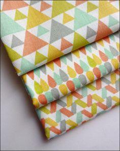 Lot de 2 coupons fat quarter 45 x 50 cm coton imprimé triangles, gouttes d'eau et motifs géométriques tendance vintage scandinave : Tissus Habillement, Déco par atomictissus