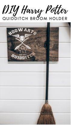 DIY Harry Potter Quidditch Broom Holder - Some of This and That Harry Potter Quidditch, Harry Potter Decor, Diy Home Decor Projects, Cool Diy Projects, Vinyl Projects, Craft Projects, Crafts To Sell, Fun Crafts, Houses