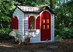 Little Tikes house transformed by spray paint! Now I want to spray paint all our Little Tikes stuff and make it cuter! Seems easy enough. Little Tykes Playhouse, Little Tikes House, Playhouse Ideas, Plastic Playhouse, Painted Playhouse, Indoor Playhouse, Little Doll, Outdoor Fun, Outdoor Toys