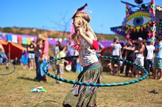 15 Fantastic, Clearly-Explained Hula Hoop Tutorials To Improve Your Flow