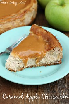 A delicious cheesecake that combines the flavors of caramel and apple with a caramel topping. A great dessert for fall. Great Desserts, Köstliche Desserts, Delicious Desserts, Dessert Recipes, Yummy Food, Caramel Apple Cheesecake, Cheesecake Recipes, Caramel Apples, Yummy Treats