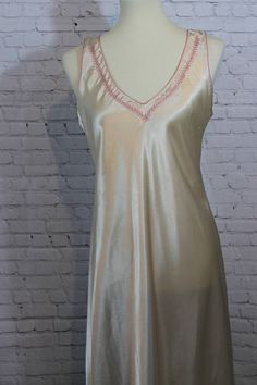 Sleepwear & Robes Confident Nwot Secret Treasures Pink Satin Nightgown Gown Peignoir Robe Set Sz M Bust 36 Modern Design